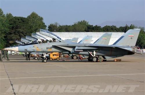 F-14 Tomcat (mèo đực) là máy bay chiến đấu kiểu cánh cụp cánh xòe, hai động cơ, hai chỗ ngồi, tốc độ siêu âm do Tổng Cty hàng không Grumman phát triển từ cuối năm 1970.