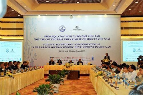 """Toàn cảnh Hội nghị """"Khoa học, công nghệ và đổi mới sáng tạo - một trụ cột cho phát triển kinh tế, xã hội của Việt Nam"""" ."""