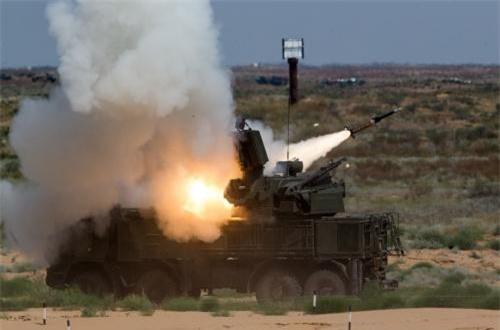 Đạn 57E6 đạt tầm bắn 20km, độ cao tác chiến đến 15km, mang đầu nổ phá mảnh 20kg.