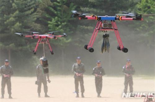 Hàn Quấn huấn luyện dùng UAV ném bom: Chiêu mới chống Triều Tiên?