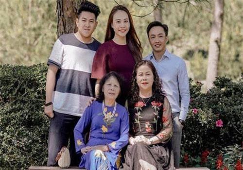 Điều mà Cường Đô La chưa bao giờ làm với mẹ Hà Hồ nhưng lại thường xuyên làm với mẹ Đàm Thu Trang
