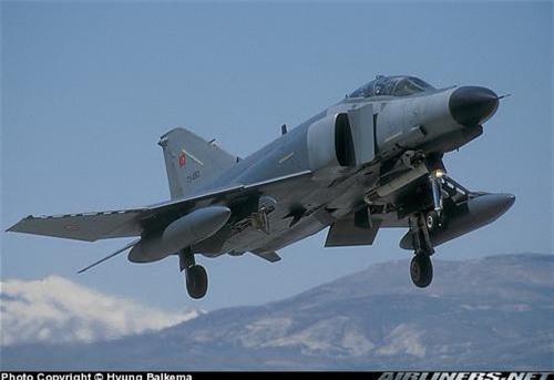 """Su-27SK Trung Quốc """"thua trắng"""" 0-8 khi đấu đối kháng với F-4E Terminator"""