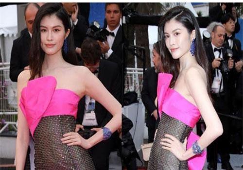 Diện váy xuyên thấu bất chấp trời mưa trên thảm đỏ Cannes, siêu mẫu nội y hot nhất nhì xứ Trung đã gặp phản ứng này