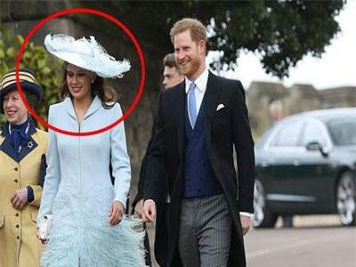 """Hoàng tử Harry bị bắt gặp tươi cười rạng rỡ, sóng đôi cùng một người phụ nữ xinh đẹp trong khi Meghan đang ở cữ, phản ứng của người dùng mạng mới thật là """"bá đạo"""""""