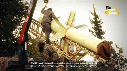 """Phiến quân khoe tên lửa đạn đạo """"khủng"""", dọa san phẳng căn cứ Hmeimim"""
