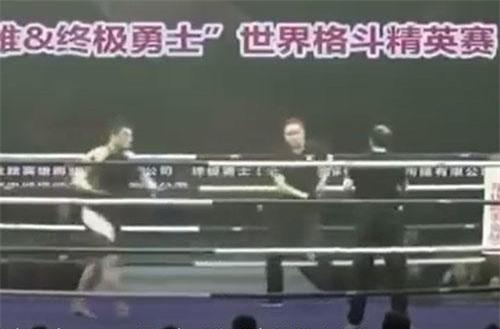 CLIP: Võ sư Vịnh Xuân nhập viên sau 47 giây giao đấu với Từ Hiểu Đông