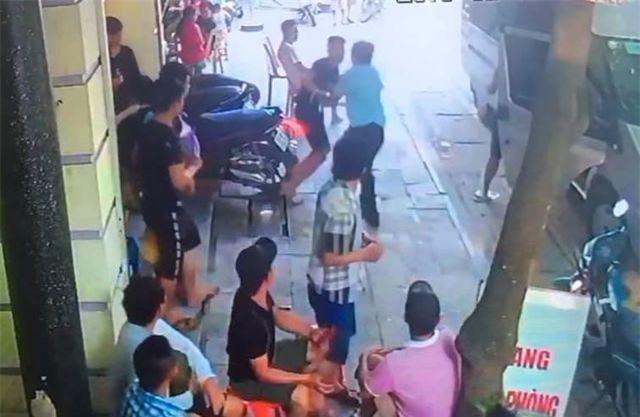 Thanh Hóa: Nhóm côn đồ xông vào nhà nghỉ chém tới tấp chủ nhà