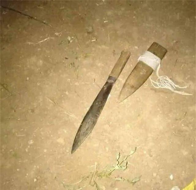 Rủ bạn gái đi chơi không thành, nhóm trai làng ném đá, chém 8 người bị thương - 1