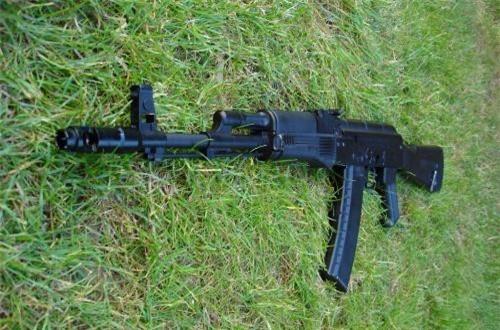 """Hiện dù nước Nga đã tạo ra """"siêu phẩm"""" AK-12, nhưng AK-74M vẫn được công nhận là súng trường tiêu chuẩn của mọi binh sĩ Nga."""