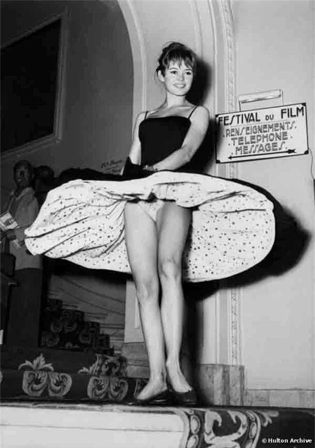 Khi người đẹp bị chê vì mặc hở hang tại LHP Cannes - 14