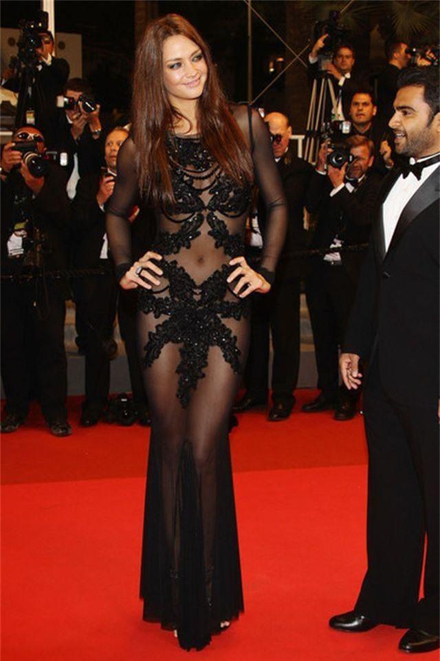 Khi người đẹp bị chê vì mặc hở hang tại LHP Cannes - 2