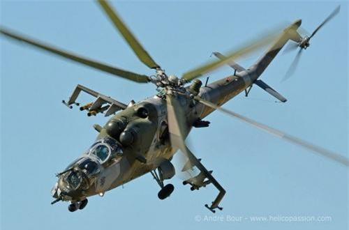 Hai cánh nhỏ trên thân có khả năng mang các loại rocket 57mm hoặc 240mm, gunpod 23mm và tên lửa chống tăng. Thế hệ Mi-24D chỉ được trang bị tên lửa 9M17 Fleyta đời cũ, nhưng có thể Belarus nâng cấp chúng mang được tên lửa 9K114 Shturm hiện đại hơn.