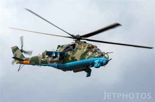 Như đã biết là trực thăng Mi-24 có khả năng chở quân như trực thăng vận tải nhờ cabin ở ngay sau buồng lái kính phồng bọt đôi. Một số phần trên trực thăng được bọc thép để chống đạn khi hoạt động tầm thấp. Máy bay đạt tầm bay khoảng 450kg, tốc độ tối đa 335km/h.