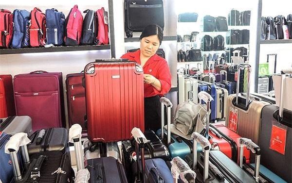 Không chỉ đa dạng về thương hiệu, các loại vali còn có mẫu mã rất bắt mắt để khách hàng lựa chọn.