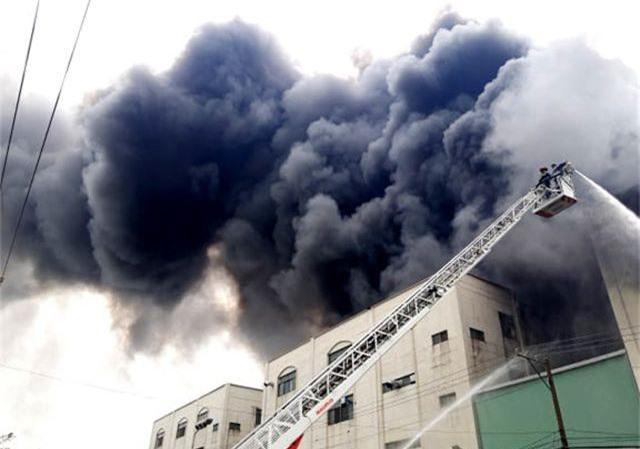 Hỏa hoạn cực lớn, hàng nghìn m2 nhà xưởng chìm trong biển lửa - 3