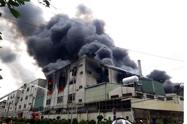 Hỏa hoạn cực lớn, hàng nghìn m2 nhà xưởng chìm trong biển lửa - 5