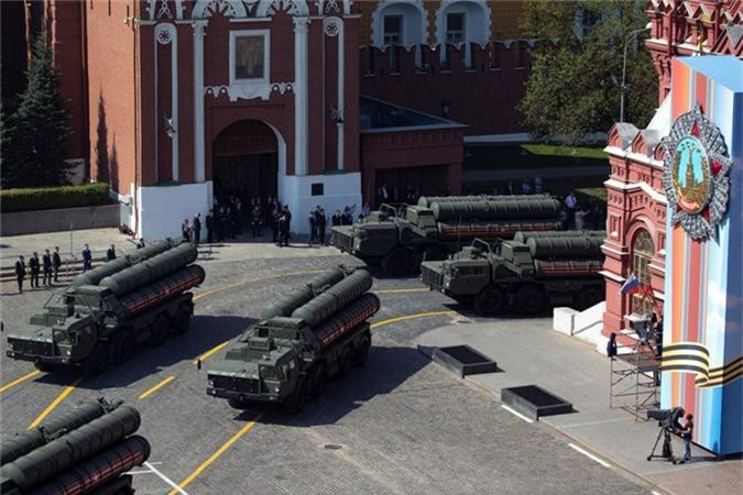 Loat vu khi Nga mang ra duyet binh khien ca chau Au run so