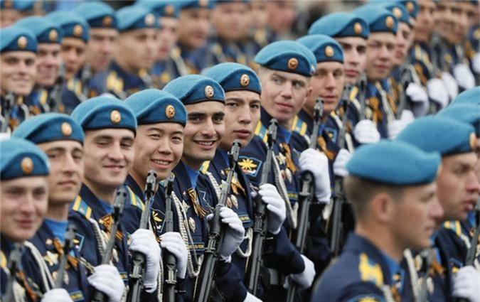Loat vu khi Nga mang ra duyet binh khien ca chau Au run so-Hinh-10