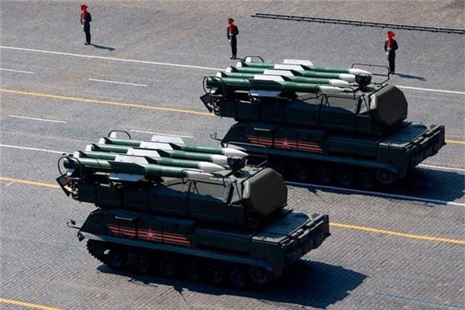 Loat vu khi Nga mang ra duyet binh khien ca chau Au run so-Hinh-2