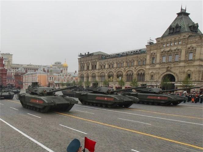 Loat vu khi Nga mang ra duyet binh khien ca chau Au run so-Hinh-5