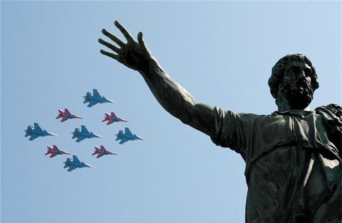 Loat vu khi Nga mang ra duyet binh khien ca chau Au run so-Hinh-6