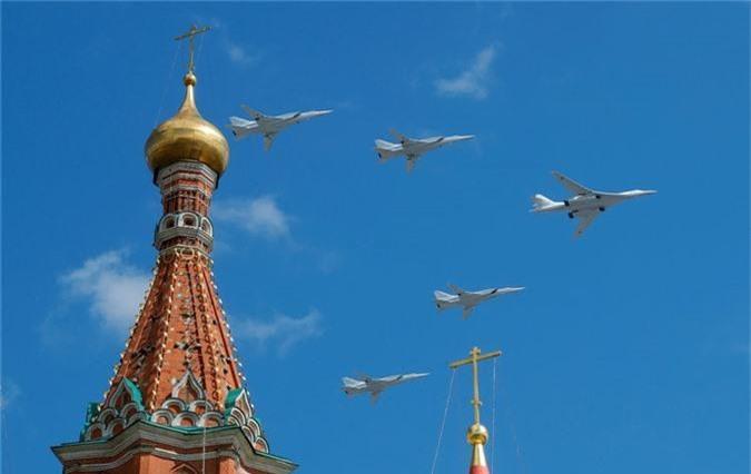Loat vu khi Nga mang ra duyet binh khien ca chau Au run so-Hinh-7