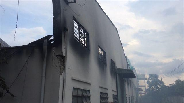 Đồng Nai: Xưởng gỗ bốc cháy ngùn ngụt sau tiếng nổ lớn