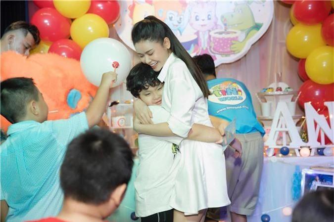 Tuyên bố ở chung nhà vì con nhưng Trương Quỳnh Anh tổ chức tiệc sinh nhật cho con trai thì Tim lại vắng mặt   - Ảnh 2.