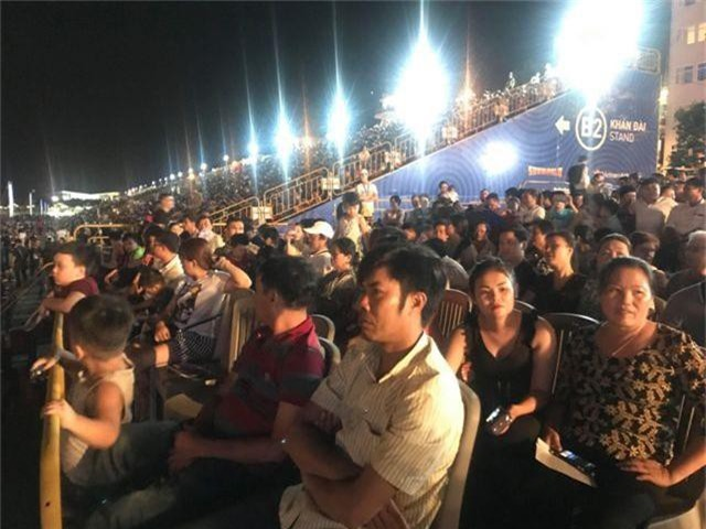 Biển người chen chúc tìm chỗ đẹp xem pháo hoa quốc tế Đà Nẵng - 2