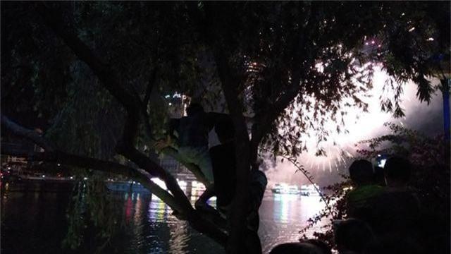 Biển người chen chúc tìm chỗ đẹp xem pháo hoa quốc tế Đà Nẵng - 8