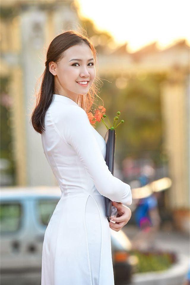 Nữ sinh THPT Trần Phú cao 1m70, dáng chuẩn người mẫu - 11