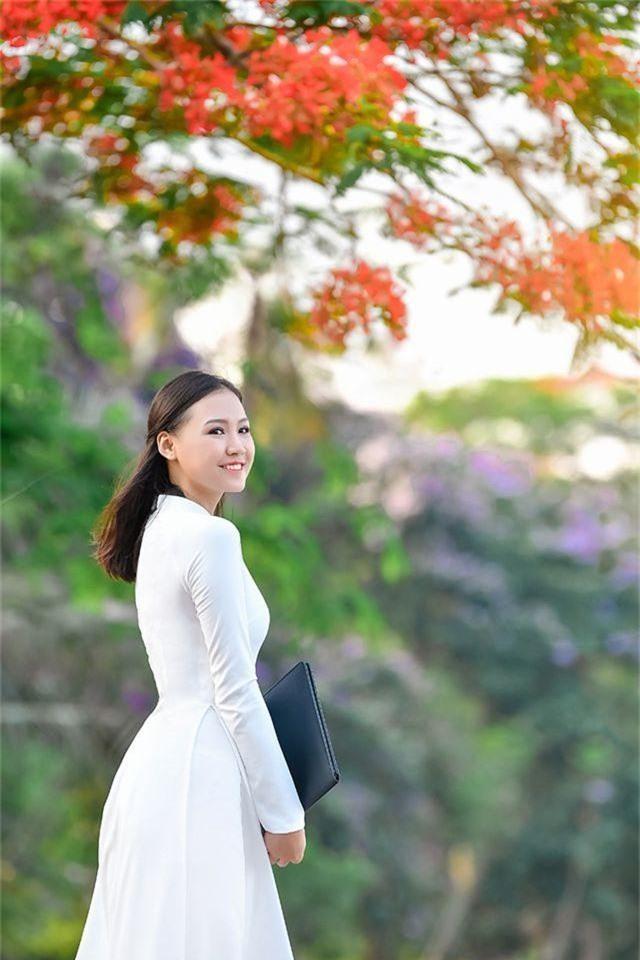 Nữ sinh THPT Trần Phú cao 1m70, dáng chuẩn người mẫu - 4
