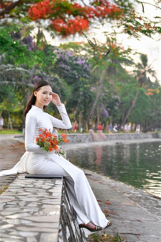 Nữ sinh THPT Trần Phú cao 1m70, dáng chuẩn người mẫu - 9