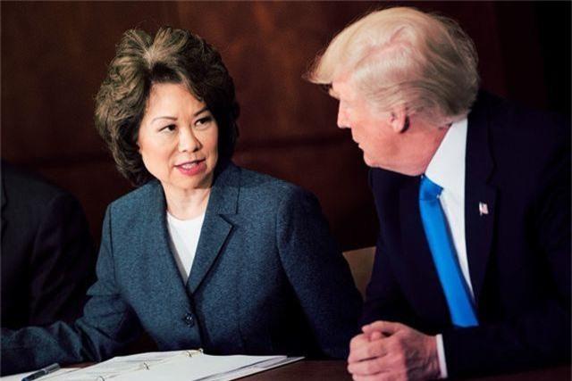 """Bộ trưởng Mỹ bị đưa vào """"tầm ngắm"""" vì mối quan hệ khả nghi với Trung Quốc - 1"""