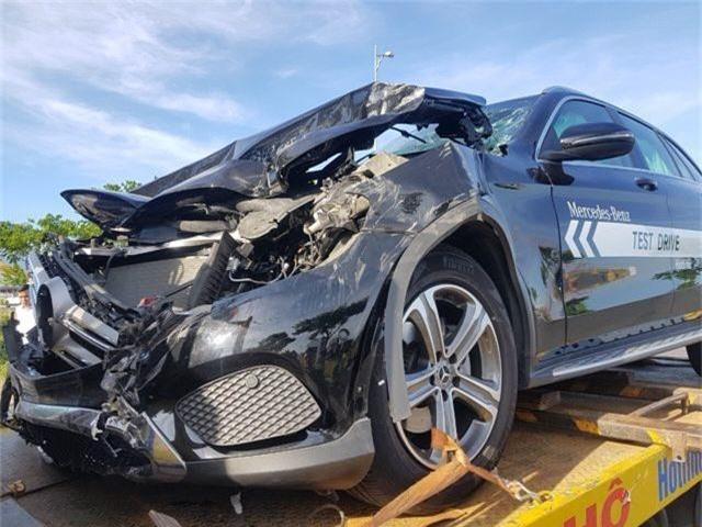 Mercedes chạy thử gây tai nạn liên hoàn - 1