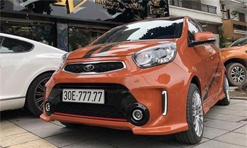 Chiếc xe Kia Morning biển ngũ quý 7 của anh Phạm Tùng sở hữu ngoại thất màu cam rực rỡ.