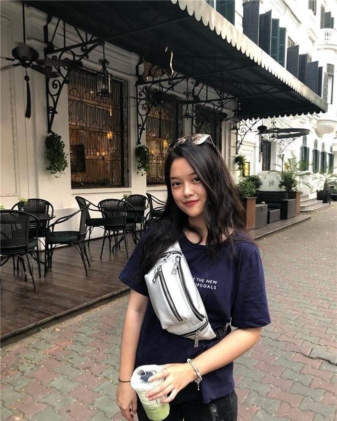 Soi kỹ nhan sắc nữ sinh Việt Đức nổi tiếng sau bức ảnh rơi lệ đẹp như phim ngày bế giảng năm học - Ảnh 9.