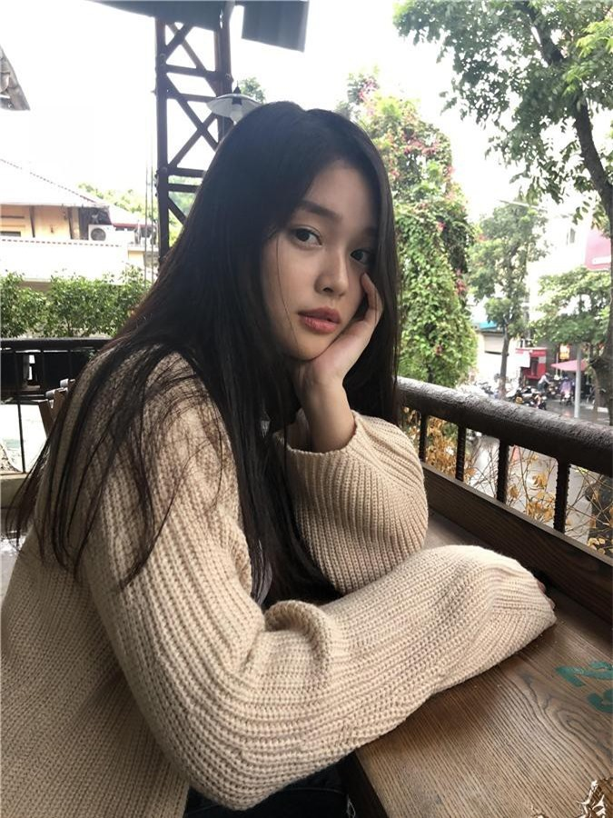 Soi kỹ nhan sắc nữ sinh Việt Đức nổi tiếng sau bức ảnh rơi lệ đẹp như phim ngày bế giảng năm học - Ảnh 12.