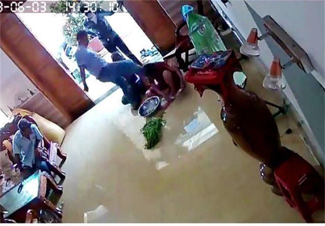 Côn đồ hành hung một phụ nữ ở Quảng Nam