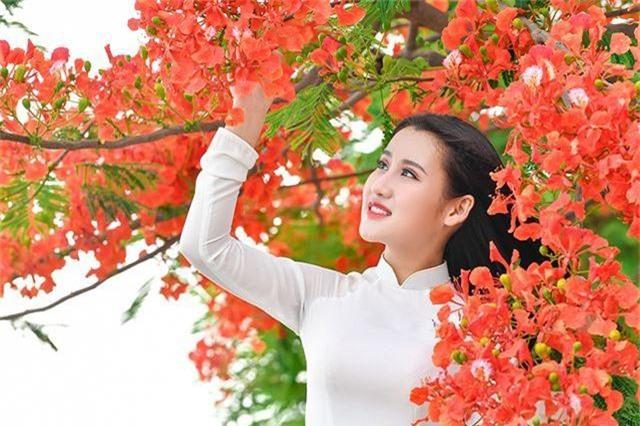 Cô gái xinh đẹp thả hồn trên con đường hoa phượng đỏ Hải Phòng - 14