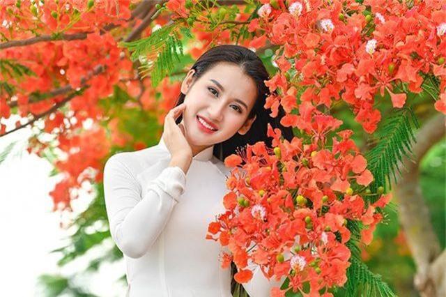 Cô gái xinh đẹp thả hồn trên con đường hoa phượng đỏ Hải Phòng - 17