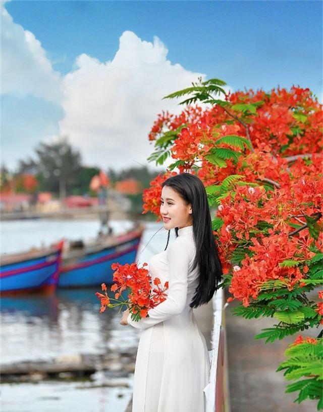 Cô gái xinh đẹp thả hồn trên con đường hoa phượng đỏ Hải Phòng - 7