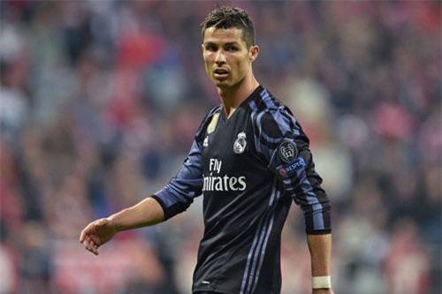 9. Cristiano Ronaldo (M.U sang Real Madrid năm 2009, 94 triệu euro).