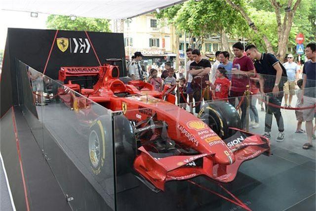 Chiêm ngưỡng siêu xe F1 Ferrari ngay tại Hồ Gươm - 5