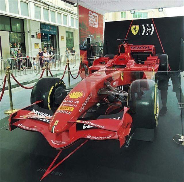 Chiêm ngưỡng siêu xe F1 Ferrari ngay tại Hồ Gươm - 7