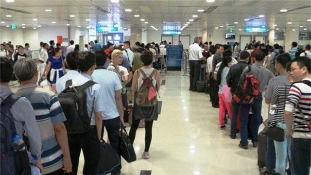 Tân Sơn Nhất ngừng phát thanh bằng loa để giảm tiếng ồn sân bay  - 1