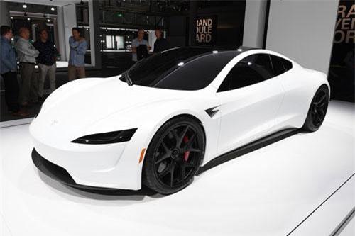 8. Tesla Roadster (vận tốc tối đa: 402 km/h).