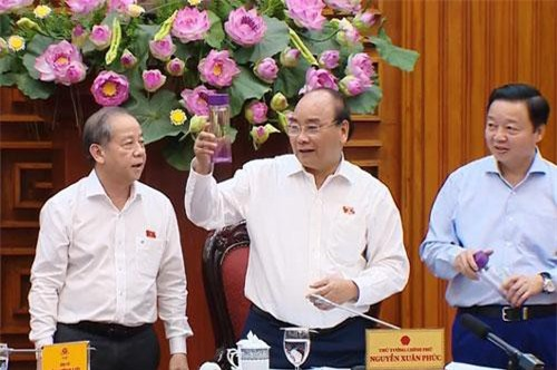 """Thủ tướng biểu dương tỉnh Thừa Thiên - Huế vì đã tổ chức phong trào """"Nói không với túi nylon và sản phẩm nhựa sử dụng một lần""""."""