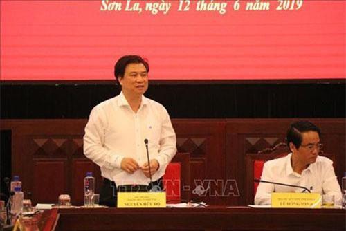 Thứ trưởng Bộ Giáo dục và Đào tạo Nguyễn Hữu Độ phát biểu tại buổi làm việc ở Sơn La. (Ảnh: TTXVN)