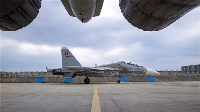 """Cuc hiem canh """"ho mang"""" Su-30MK2 Trung Quoc phong ten lua"""